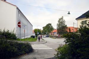Hunstadsvingen fikk navn etter Húnsstaðir, som var det norrøne navnet på Kronstad gård. Til venstre Kronstad skole.<br />Fotograf: Knut Skeie Aksdal, Bergen Byarkiv, 2013.