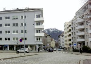 Markeveien mot Østre- og Vestre Murallmenningen. Fotograf: Ingfrid Bækken, Bergen Byarkiv, 2013.