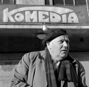 Komediateatret fra 1933 hadde Alv Hordnes som skuespiller og drivende kraft i etterkrigsårene til teatret ble nedlagt i 1964. Fotograf: Norvall Skreien.
