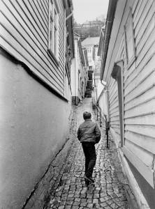 Bredenbecksmauet bak Lille Øvregate.  Fotograf: Ukjent. Arkivet etter Morgenavisen A/S, Bergen Byarkiv.