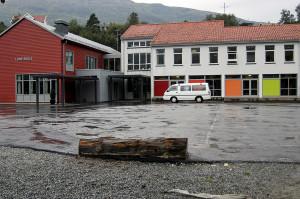 Lone skole med nybygg. Fotograf: Rolf Hordnes, Seksjon informasjon, Bergen kommune.