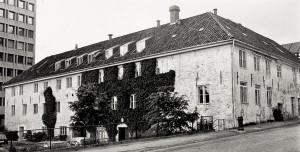 Manufakturhuset, Peter Motzfeldts gate 2. Fotograf: Ukjent Arkivet etter Morgenavisen A/S, Bergen Byarkiv.
