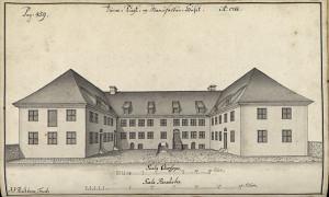Manufakturhuset ble gjennreist etter 1702 brannen, og senere ombygd av Johan Joachim Reichborn i 1768. Reichborns tegning fra 1765. Arkivet etter De eligerte menn. Bergen Byarkiv.