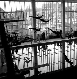 De første stupene i det nye Sentralbadet på Engen i 1960. Fotograf: Norvall Skreien.