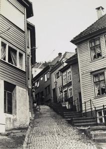 Søndre Kleivesmau. Fotograf: Ukjent Arkivet etter Institutt for Byfornying AS, Bergen Byarkiv.