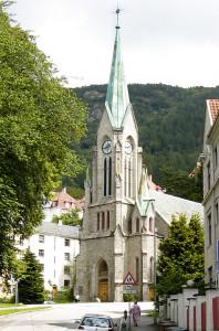 Sandvikskirken fra 1881 (arkitekter Ernst Norgrenn og Schak Bull). Fotograf: Norvall Skreien.