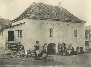 Muren fotografert rundt 1865. Fotograf: Knud Knudsen. Arkivet etter Formannskapet, Bergen Byarkiv.