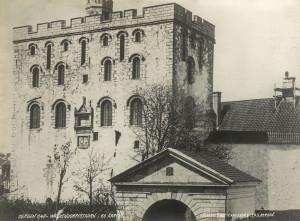 Rosenkrantztårnet ble tidligere kalt Valkendorftårnet etter lensherre Erik Ottesen Rosenkrantz forgjenger Christoffer Valkendorf.