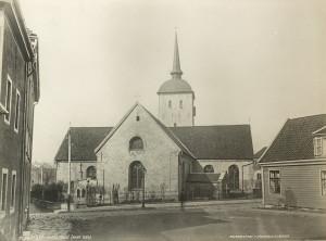 Korskirken fotografert rundt 1880. Fotograf: Knud Knudsen. Arkivet etter Formannskapet, Bergen Byarkiv.