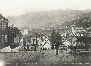 Nyallmenningen omkring 1860-65. Fotograf: Knud Knudsen. Arkivet etter Formannskapet, Bergen Byarkiv.