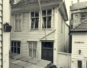 Forstandersmauet fotografert omkring 1980.Fotograf: Øyvind H. Berger.Fotoregistrering av Bergen, Bergen Byarkiv.