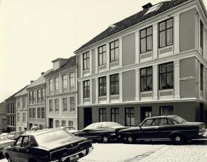 Claus Frimanns gate er oppkalt etter dikteren Claus Frimann (1746–1829). Fotograf: Øyvind H. Berger. Fotoregistrering av Bergen, Bergen Byarkiv.