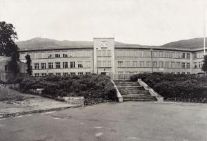 Fridalen skole, foto fra 1950 tallet. Fotograf: Waldemar Jørgensen. Arkivet etter Fridalen skole, Bergen Byarkiv.