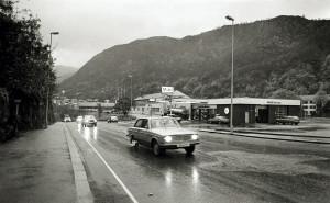 Nattlandsveien rundt 1980. Fotograf: Ukjent. Arkivet etter Morgenavisen A/S, Bergen Byarkiv.