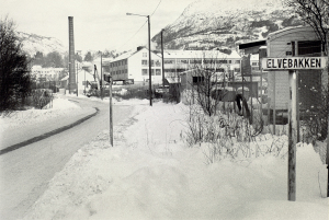Elvebakken ved Mindemyren. Udatert foto. Fotograf: Ukjent. Arkivet etter Morgenavisen A/S, Bergen Byarkiv.