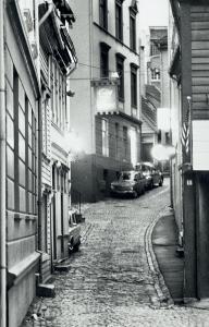 Vaskerelvsmauet. Udatert foto. Fotograf: ukjent. Arkivet etter Morgenavisen A/S, Bergen Byarkiv.