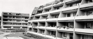 Blokker i Rollandslia. Tidlig 1980-tall. Fotograf: Ukjent. Arkivet etter Morgenavisen A/S, Bergen Byarkiv.