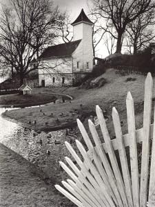 Andedammen ved Gamle Bergen Museum i februar 1982. Fotograf: Ukjent. Arkivet etter Morgenavisen A/S, Bergen Byarkiv.