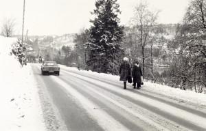 Ytrebygdsvegen på 1970-tallet. Fotograf: Ukjent. Arkivet etter Morgenavisen A/S, Bergen Byarkiv.