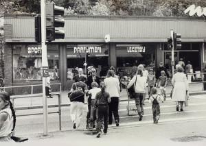 Nesttun, foto fra juli 1982.<br />Fotograf: Ukjent.<br />Arkivet etter Morgenavisen A/S, Bergen Byarkiv.