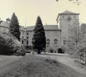 De Kulturhistoriske Samlingene fikk sin egen bygning i 1927. Bygningen med samlingen ble tidligere kalt Historisk Museum. Fotograf: Ukjent Arkivet etter Morgenavisen A/S, Bergen Byarkiv.