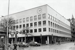 I årene 1954–92 holdt trygdekontoret til i Christies gate 12. Foto fra omkring 1980. Fotograf: Ukjent. Arkivet etter Morgenavisen AS, Bergen Byarkiv.