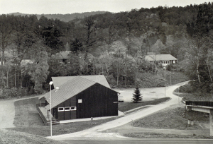 Eikelund skole rundt 1980. Fotograf: Ukjent. Arkivet etter Morgenavisen AS, Bergen Byarkiv