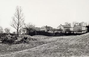 Stend jordbruksskule rundt 1980. Fotograf: Ukjent. Arkivet etter Morgenavisen AS, Bergen Byarkiv.