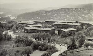 Nattland studentby ble tegnet av arkitektene Jørgen Djurhuus og Erik Fersum. Foto fra 1970-tallet. Fotograf: Kristian Dahl. Arkivet etter Morgenavisen A/S, Bergen Byarkiv.