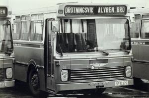 Buss fra Rutelaget Bergen Vest AS. Fotograf: Kristian Dahl. Arkivet etter Morgenavisen AS, Bergen Byarkiv.