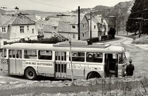 Trolleybussen som trafikkerte strekningen Møhlenpris-Mulen, linje 5, fotografert i Mulen 1. februar 1975. Fotograf: Kristian Dahl. arkivet etter Morgenavisen A/S, Bergen Byarkiv.