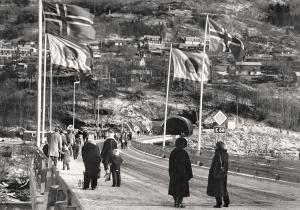 Åpningen av Ådnanipa veitunnel i november 1980. Fotograf: Ukjent.<br />Arkivet etter Morgenavisen AS, Bergen Byarkiv.