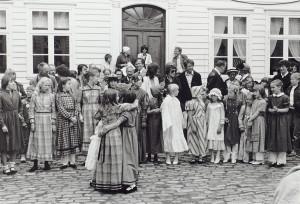 Familiedag ved Gamle Bergen Museum i 1982. Fotograf: Ukjent Arkivet etter Morgenavisen A/S, Bergen Byarkiv.