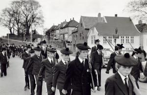 Nordnæs Bataillon fotografert 3 mai 1982. Fotograf: Ukjent. Arkivet etter Morgenavisen A/S, Bergen Byarkiv.