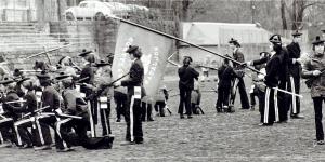 Nygaards bataljon fotografert i mai 1974. Fotograf: Ukjent. Arkivet etter Morgenavisen A/S, Bergen Byarkiv.