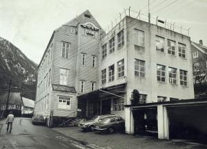 Den tidligere Skjortefabrikken i Lappen 9, nå revet, fotografert på 1970 tallet. Fotograf: Kristian Dahl. Arkivet etter Morgenavisen AS, Bergen Byarkiv.