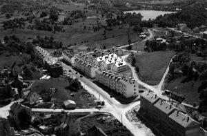 Nattlandsveien på begynnelsen av 1950-tallet. Foto: Widerøes Flyveselskap A/S. Arkivet etter Formannskapet. Bergen Byarkiv.