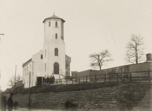 Corps de Garde etter ombyggingen i 1886–87, som tilførte bygningen brannvakttårn. Arkivet etter Brannvesenet (1863-1971), Bergen Byarkiv.