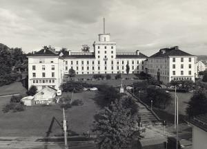 Geofysisk institutt ble opprettet i 1917, og er en del av Det matematisk-naturvitenskapelige fakultet ved Universitetet i Bergen. Fotograf: Ukjent Arkivet etter Morgenavisen A/S, Bergen byarkiv