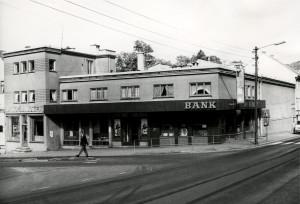 Fanahallen kino, åpnet i 1935 og stengte i juni 1985. Siden 2004 er kinosalen et tamilsk hindutempel med navnet Bergen Hindu Sabha. Fotograf: Øyvind H. Berger. Fotoregistrering av Bergen, Bergen Byarkiv.