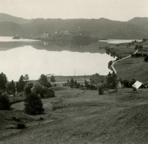 Fana hadde mye godt jordbruksland, som f.eks. området rund Kalandsvannet. Foto fra 1950-tallet.