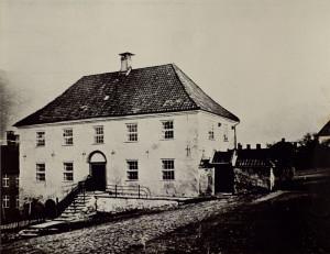 Nykirkens fattigskole på Klosteret, ble også kalt Betlehem og Grønneskolen. Fotograf: Ukjent. Arkivet etter Morgenavisen A/S, Bergen Byarkiv.