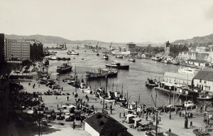 Vågen, Bergens eldste havneområde, fotografert i 1950.