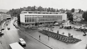 Nesttuntorget i 1982. Fotograf: Ukjent. Arkivet etter Morgenavisen, Bergen Byarkiv.