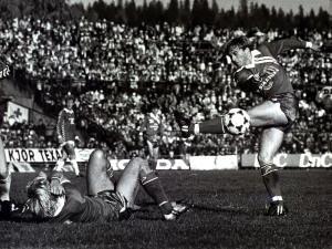 Brann mot Molde 3 - 2 - cupfinalen 1982. Brann blir cupmester dette året. Fotograf: Ukjent. Arkivet etter Morgenavisen A/S, Bergen Byarkiv.