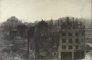 Bybrannen i januar 1916 la store deler av sentrum i ruiner. Fotograf: Knud Knudsen A/S Bergen. Arkivet etter Brannvesenet, Bergen Byarkiv.