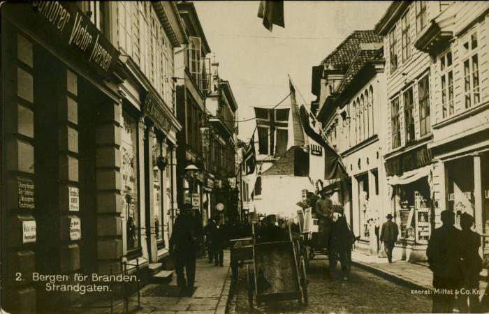 Strandgaten før brannen i 1916.