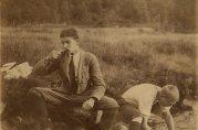 Morgenstell ved Kvernelvbro på Kvamskogen 1917. Legg merke til slipset! Ukjent fotograf.