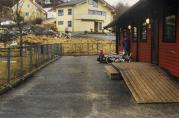 Barnehagen før nybygget. Foto er hentet fra barnehagens arkiv. Ukjent år og fotograf.