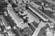 Skolen fotografert fra luften i 1933. Fotograf ukjent.